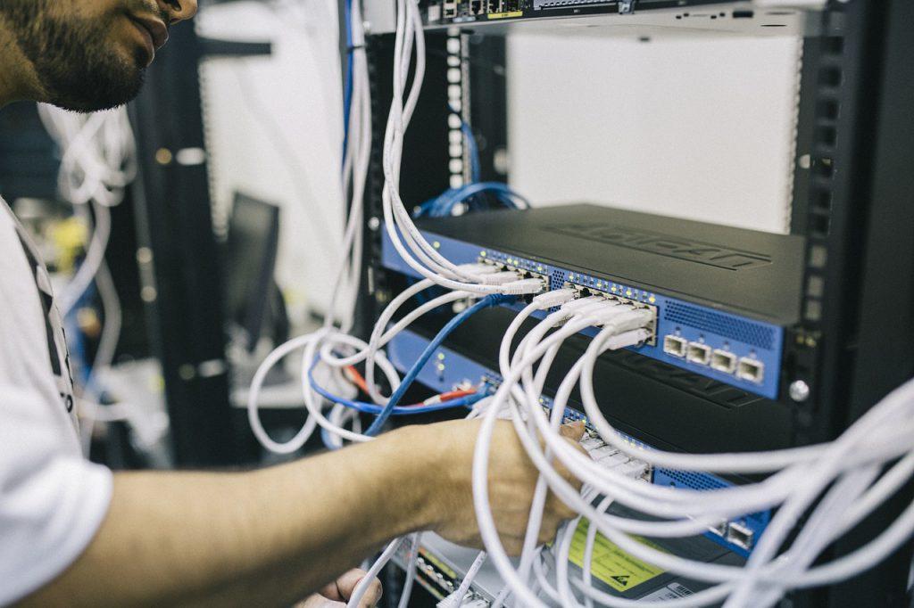 Ingeniero Informático con Servidores
